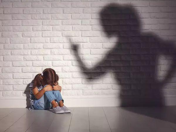 બાળકો પર ગુસ્સો કરવો, મારઝૂડ કરવી અને બૂમો પાડવાથી તેમનામાં ડિપ્રેશન અને ગભરામણ વધે છે