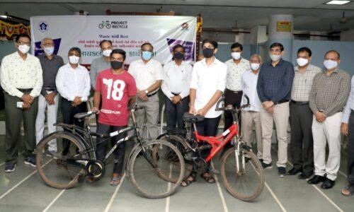 'પ્રોજેક્ટ રિસાયકલ' હેઠળ 21 વિદ્યાર્થીઓને સાયકલની ભેટ, એક વર્ષમાં 1000ને આપવાનો લક્ષ્યાંક
